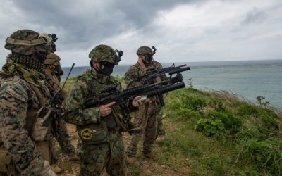 POTD: U.S. Marines & Japanese Military Train Together